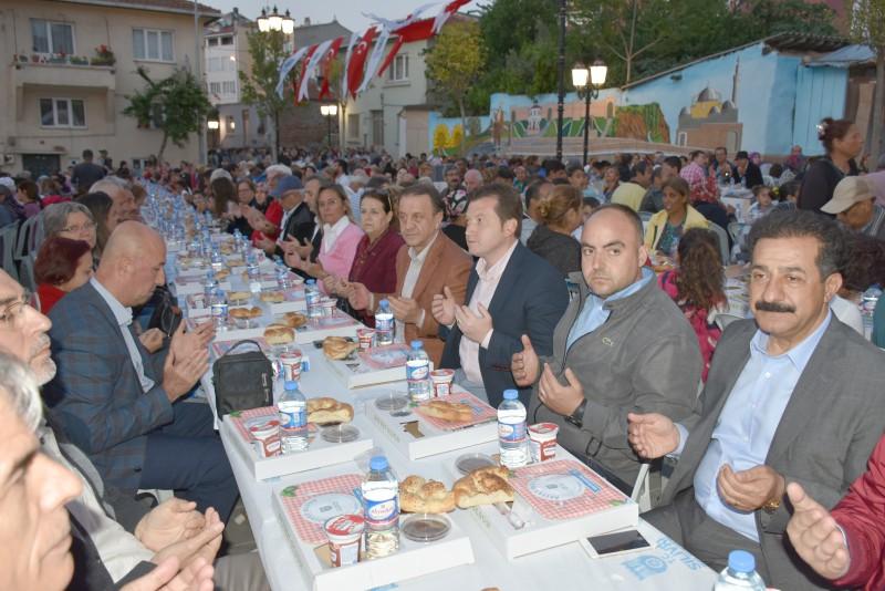 FATİH MAHALLESİ'NDE İFTAR SOFRALARI DOLUP TAŞTI