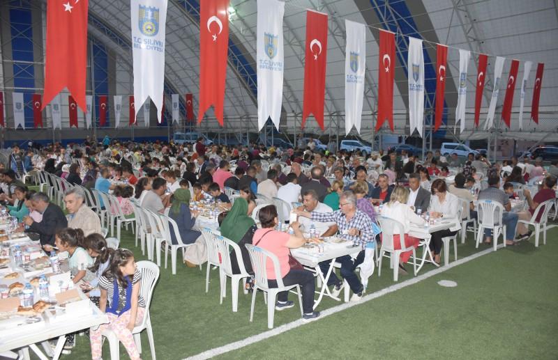 YENİ MAHALLE'DE İFTAR SOFRALARI KURULDU